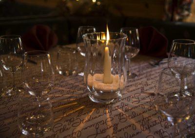 tavola con candele Hotel Alpina